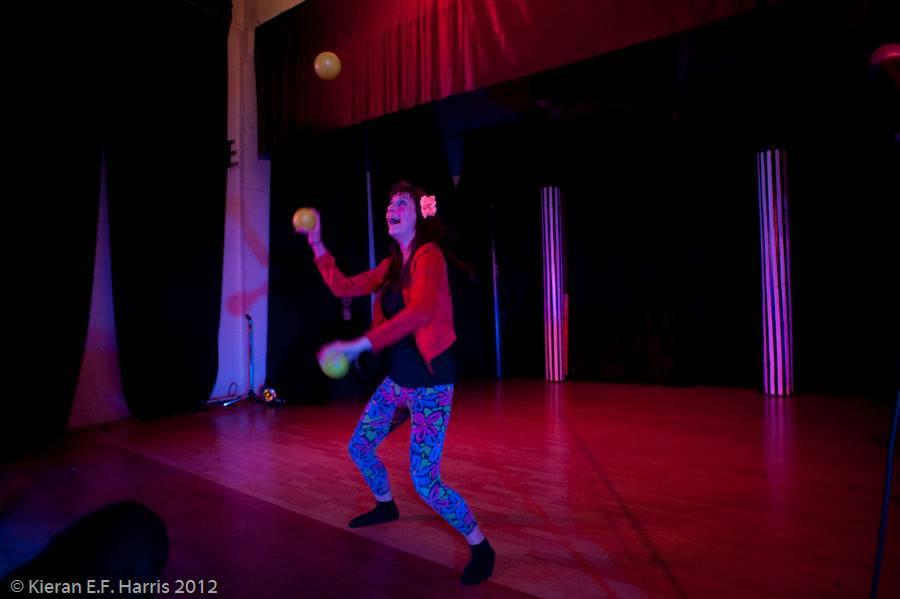 juggling_1013950_10151663085493286_982905555_n